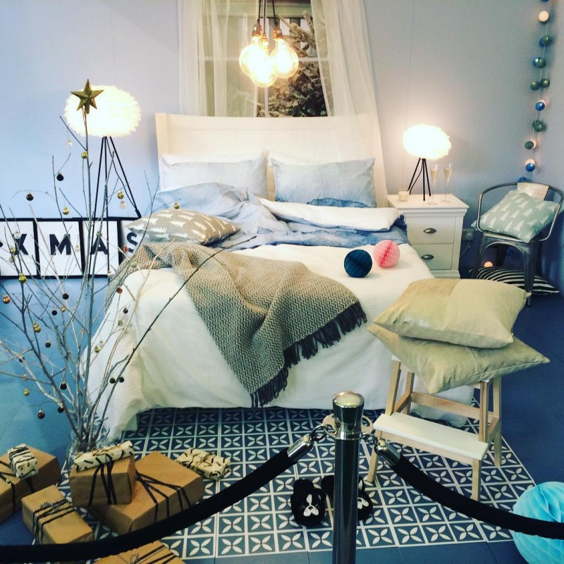 Love this modern Xmas room set up The blue toneshellip