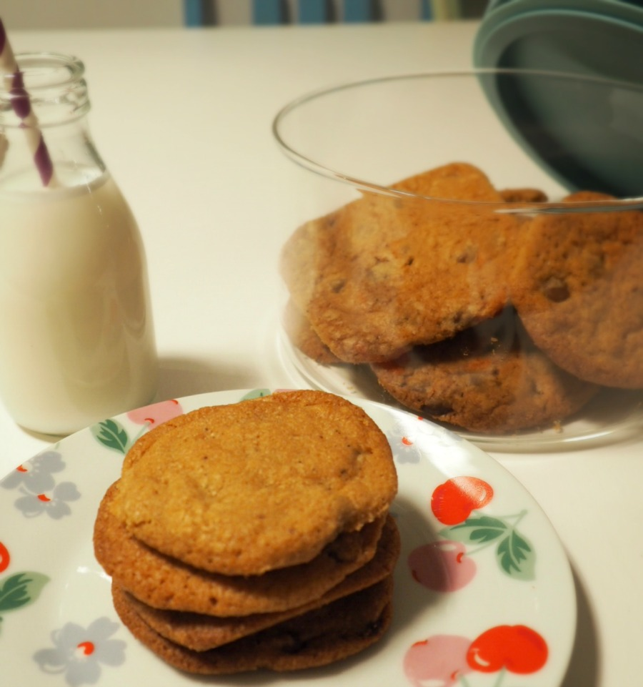 I have made the tastiest cookies to date and share the recipe for Lotus Biscoff Chocolate Chip Cookies with an Autumnal twist / Innocent Charms Chats